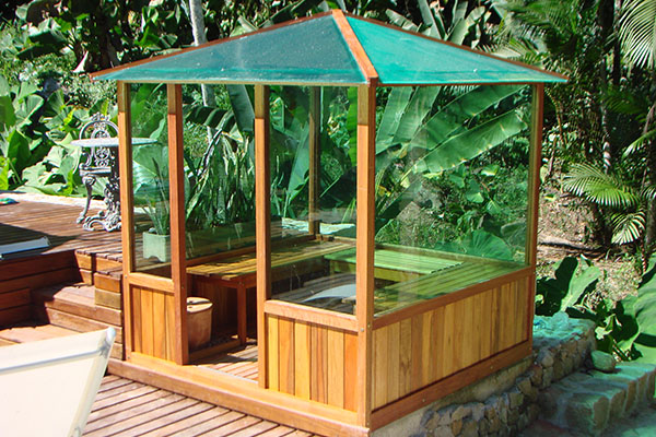 Ecomadeira na área de piscina