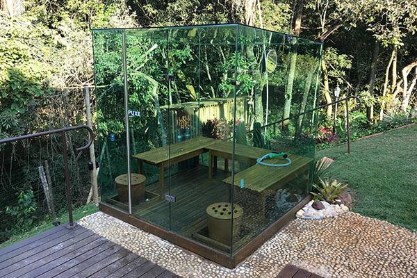 Ecovidro integrada ao jardim