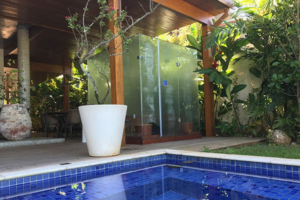 Ecovidro na área de piscina