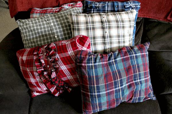 Almofadas com camisas xadrez